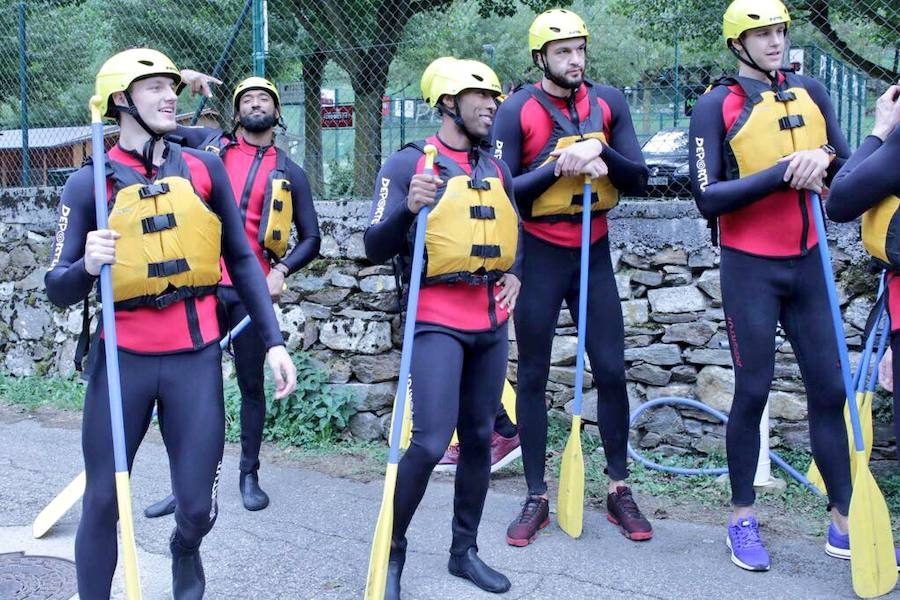 Los baskonistas hacen rafting antes del inicio de temporada