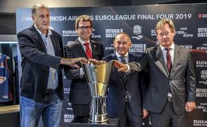 El trofeo de la Final Four ya está en Vitoria