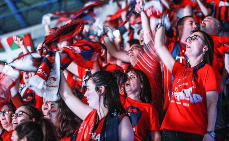 La afición anima al Baskonia en el partido de cuartos ante el Joventut