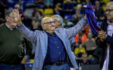 El Palau homenajeó a Xabier Añua por su etapa en el Barcelona