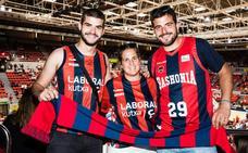 Un centenar de aficionados acompañan al Baskonia en Zaragoza