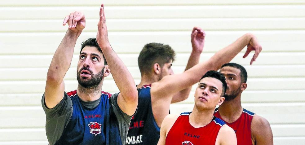 El Baskonia prosigue con su rodaje en el torneo de Oviedo