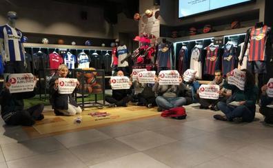 Ocupan la tienda del Baskonia para denunciar el ataque a los kurdos de Siria