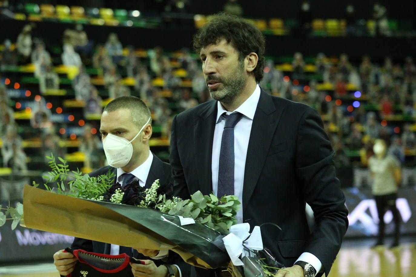 El homenaje del Bilbao Basket a 'Corti' en Miribilla, en imágenes