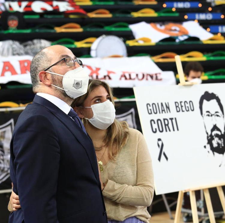 Emocionante homenaje del Bilbao Basket a Corti, «uno de los nuestros, un amigo»