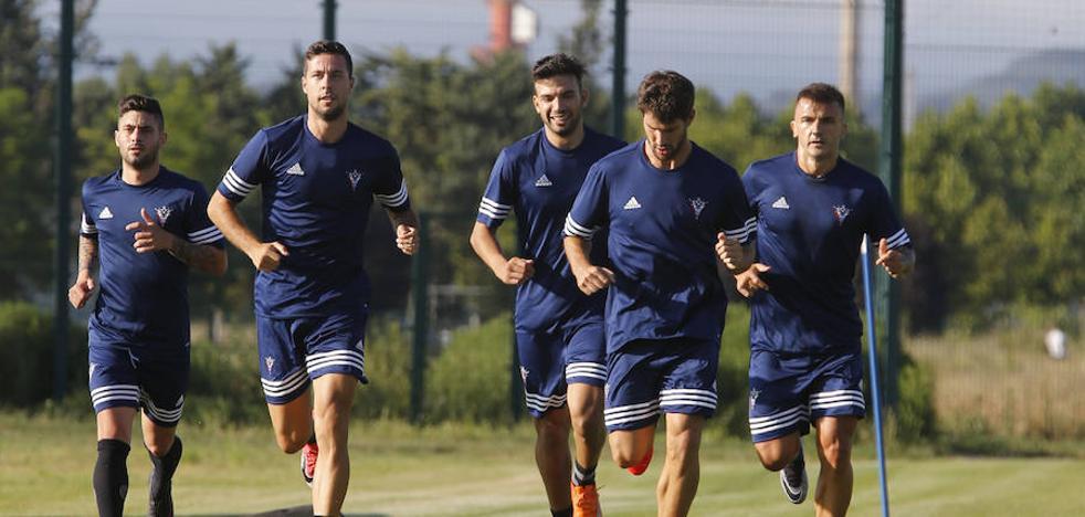 El Mirandés está a la espera de fichar jugadores con perfil de Segunda División
