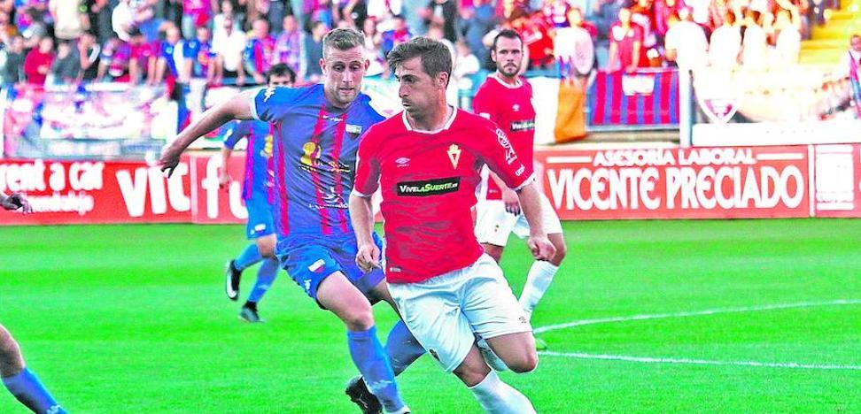 Fernando Llorente cierra la plantilla del Mirandés que luchará por el ascenso
