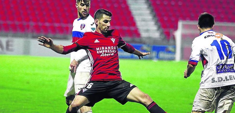 Peláez «tiene que llegar» al duelo y Llorente «podría ir convocado»