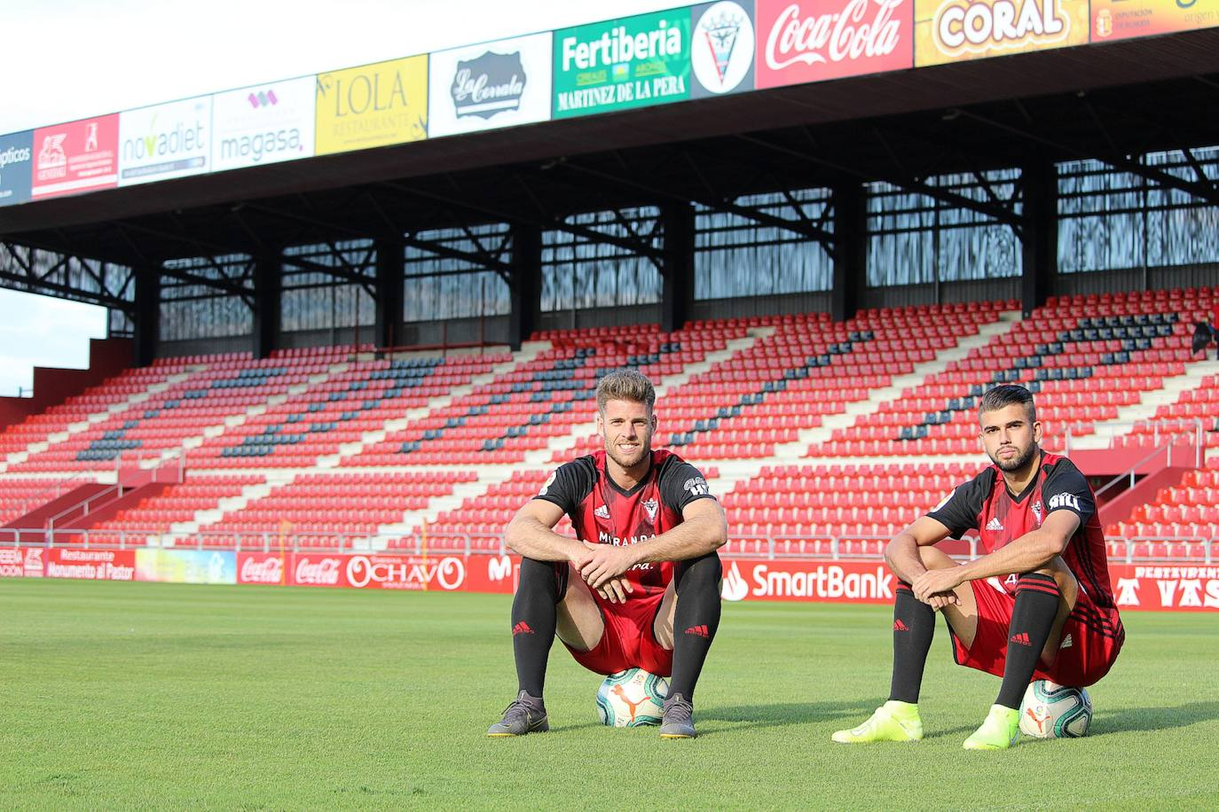 Andrés y Mario Barco se congratulan por el estilo de juego del Mirandés