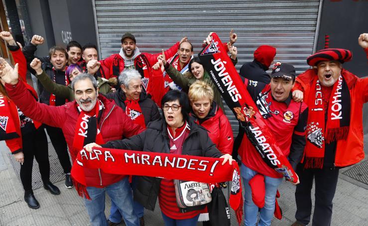Más de un millar de hinchas del Mirandés viaja a San Sebastián para arropar al equipo rojillo