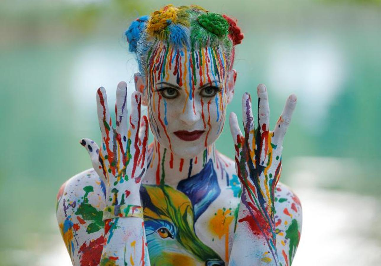 Wild photos from bodypainting festival Stripped easels: Weird and wacky displays of art on