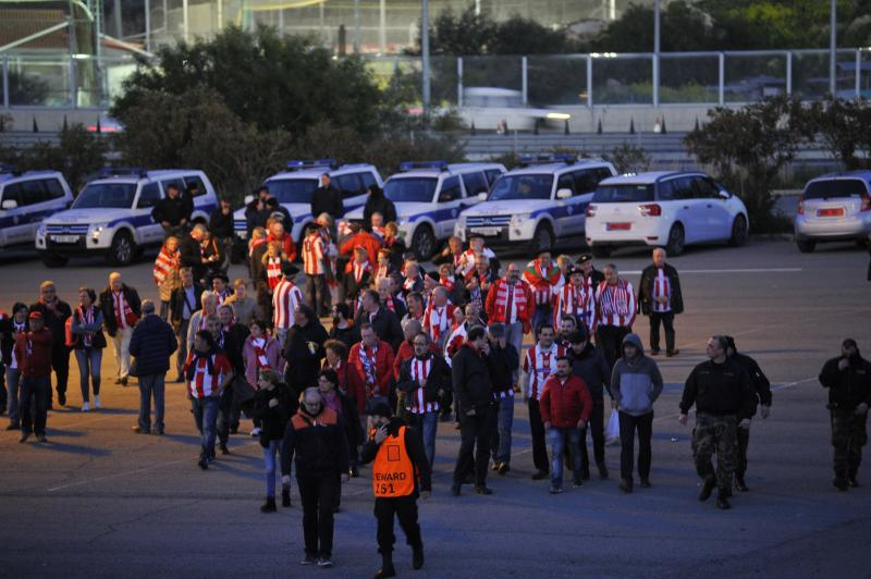 La afición del Athletic en el estadio del Apoel