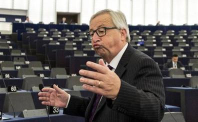 Juncker, molesto ante un pleno semivacío: «Es ridículo, muy ridículo»