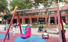 El Ayuntamiento de Basauri instala en la plaza Solobarria un columpio para niños con necesidades especiales