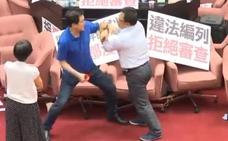 Diputados de Taiwan convierten el Parlamento en un ring