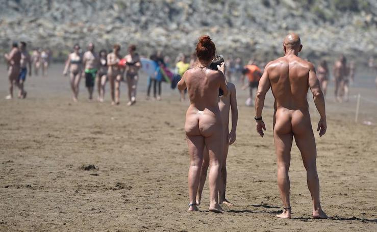 La carrera nudista de Sopela vuelve a reivindicar el deporte y el naturismo