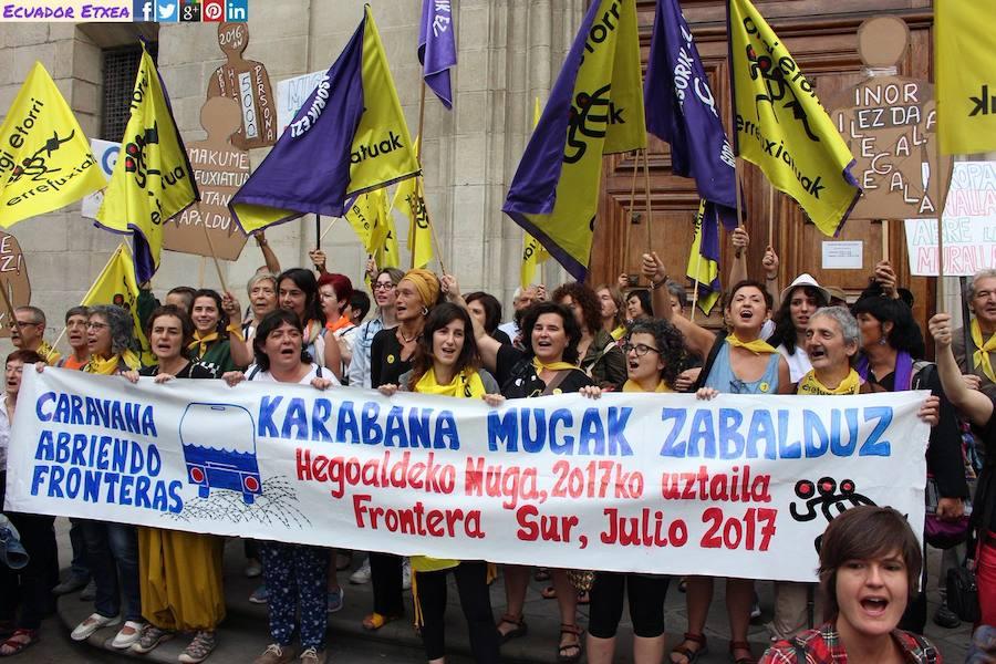 200 vascos participan en la caravana que cruza España en solidaridad con los refugiados