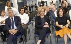 Sáenz de Santamaría ensalza la colaboración con Euskadi frente a los que «apuestan por el fanatismo y se aíslan»