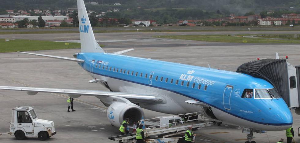 Un vuelo de Loiu con destino a Amsterdam aterriza en Bruselas por una emergencia sanitaria
