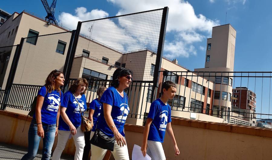 Los alumnos del colegio Luis Briñas se manifiestan para pedir modificaciones en las obras