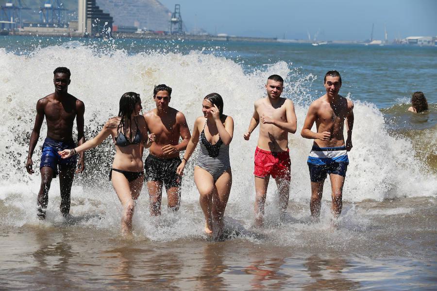 Un sábado de playa en Bizkaia