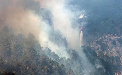 El incendio de Yeste destruye 3.200 hectáreas de monte y tardará días en ser controlado