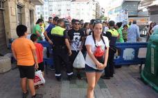 Los voluntarios recogen 300 kilos de vidrio en los accesos a la plaza de la Virgen Blanca