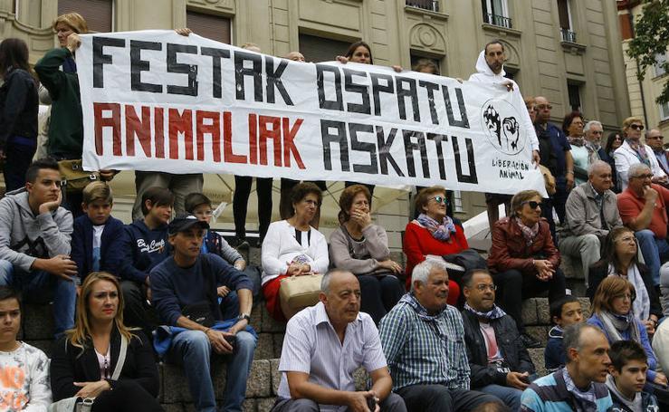 Protesta animalista durante el Herri Kirolak