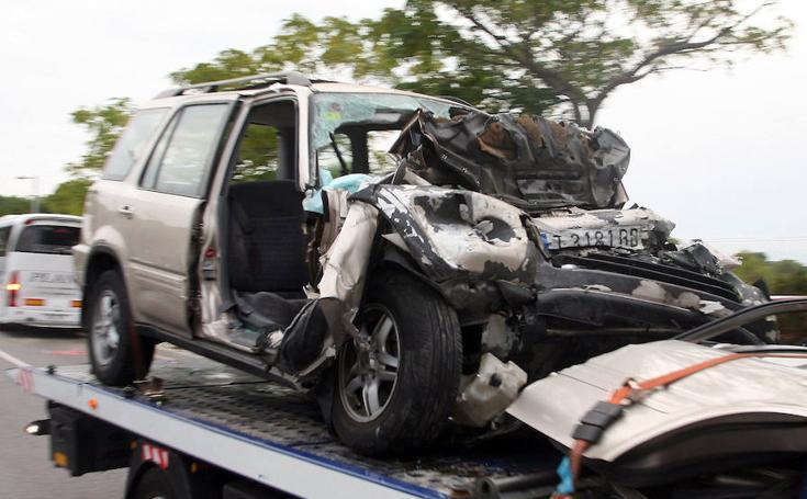 Un accidente frontal entre un coche y un autobús deja cinco muertos en Salou