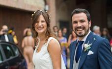 Alberto Garzón responde a las críticas sobre su boda: «la derecha cavernícola solo dispara al rojo»