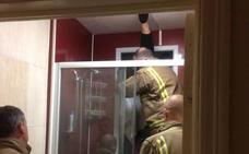 Una ventana, excrementos y los bomberos protagonistas de una cita de Tinder
