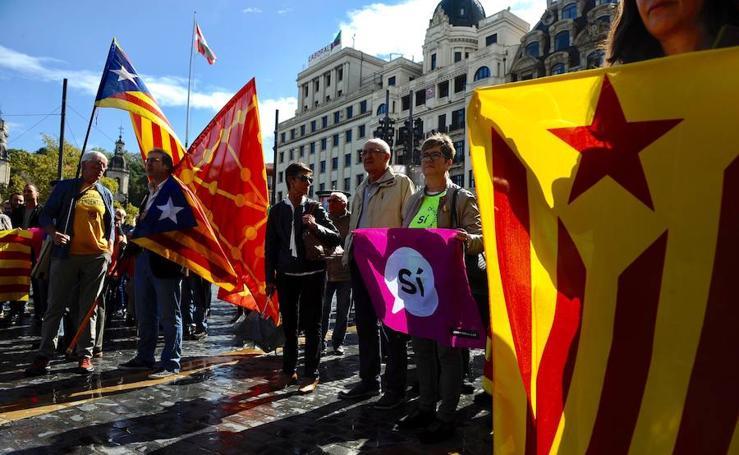 Cientos de personas se concentran en Euskadi en apoyo al referéndum de Cataluña