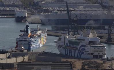 La Generalitat impide atracar al tercer barco del despliegue de Interior contra el referéndum