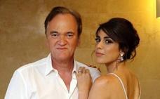 Tarantino festeja su compromiso con Daniella Pick