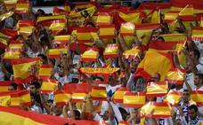 El Bernabéu se llena de banderas españolas como respuesta al 1-O