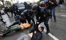 Las cargas policiales marcan una tensa jornada