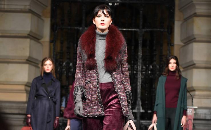 Un espectacular desfile muestra las últimas tendencias de la moda en la Gran Vía