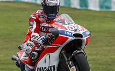 Dovizioso y Ducati llevan a Márquez hasta Valencia