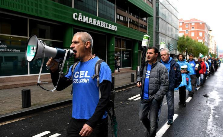 Cadena humana en Bilbao para mantener los empleos en CEL