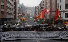 Miles de personas marchan en Bilbao contra el 155 y el arresto de los exconsellers