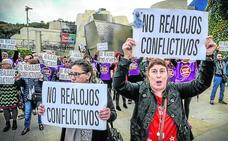 Vecinos de Zazpilanda llevan al Guggenheim su rechazo a los «realojos conflictivos»