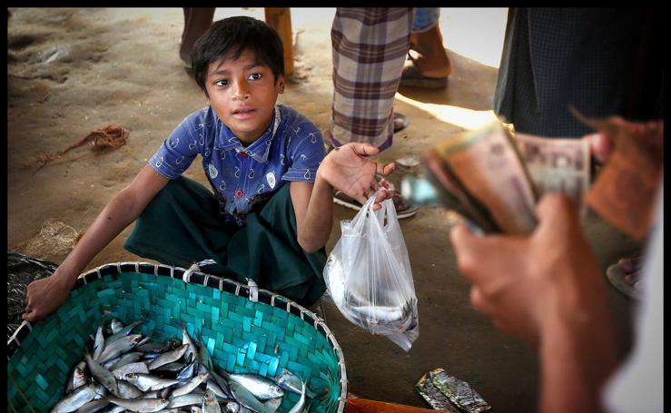 Nur Hafes, el niño adulto que vive en un campo de refugiados en Bangladesh