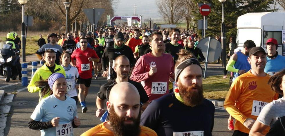 Cortes de tráfico y del servicio del tranvía y autobuses este domingo por la Media Maratón