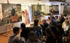 Ugao muestra a los jóvenes «los valores de la gente mayor» con una exposición