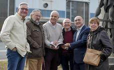 Los despedidos de Bandas se reconcilian con la fábrica medio siglo después de la huelga