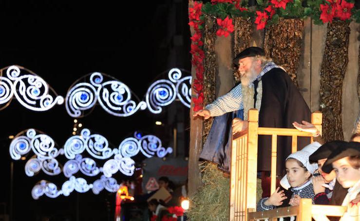 Olentzero pone la magia de la Navidad en Vitoria