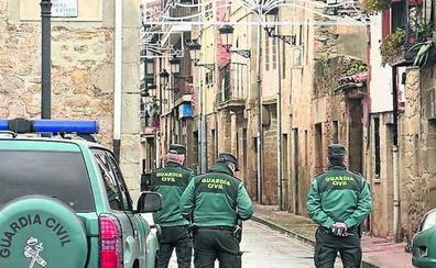 Los 'okupas' de La Puebla de Arganzón: «Por 1.500 euros nos vamos de tu casa»