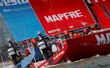 El 'Mapfre' manda en el cruce del mítico estrecho de Bass