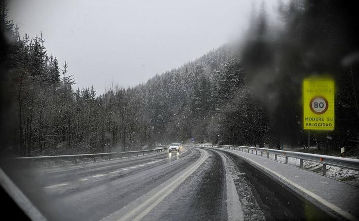 Nieve y lluvia constante en Bizkaia