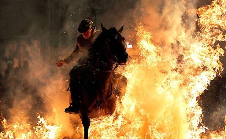 A caballo sobre el fuego